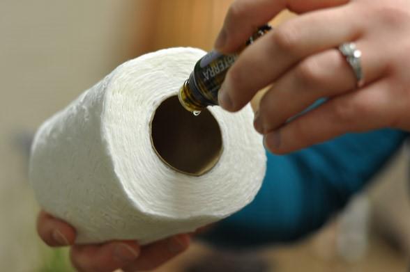 olio essenziale nella carta igienica