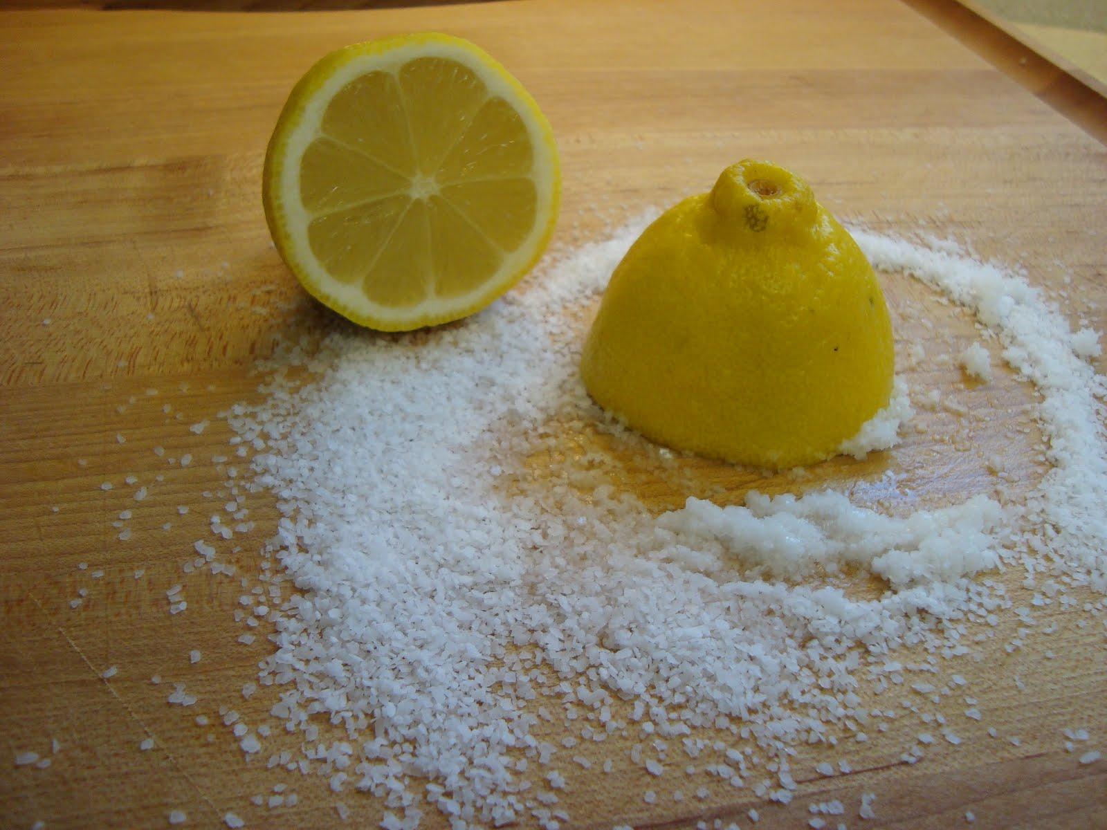 sale e limone per pulire