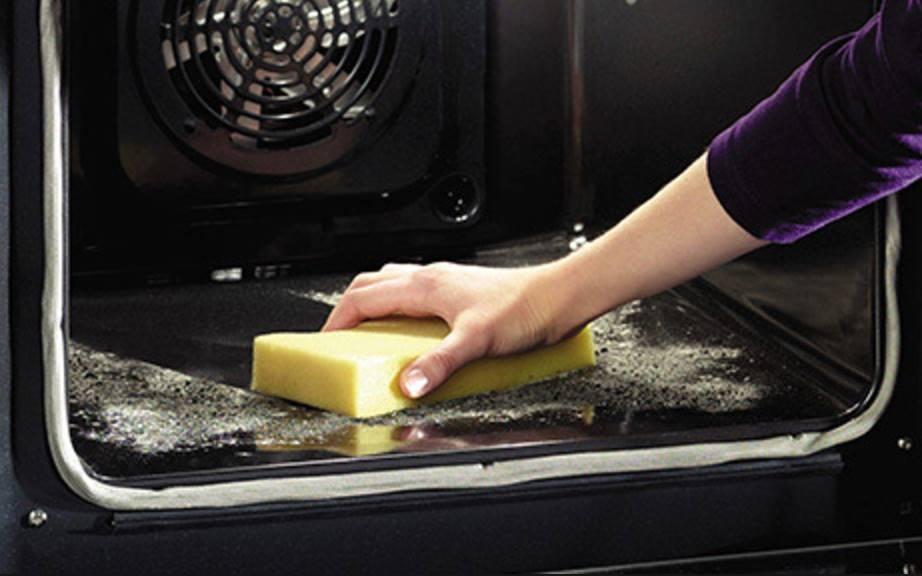 bicarbonato e aceto per pulire il forno incrostato senza fatica