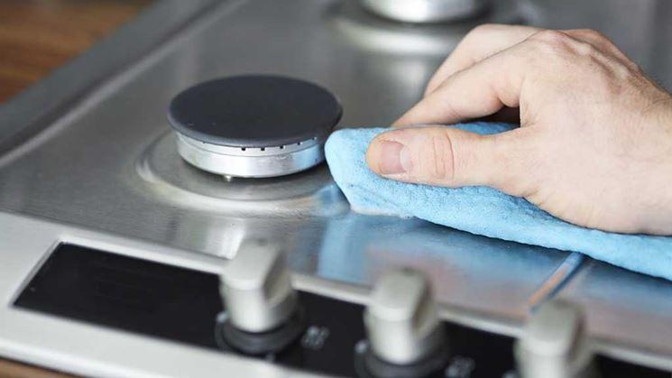 come pulire macchie di ruggine sul piano in acciaio