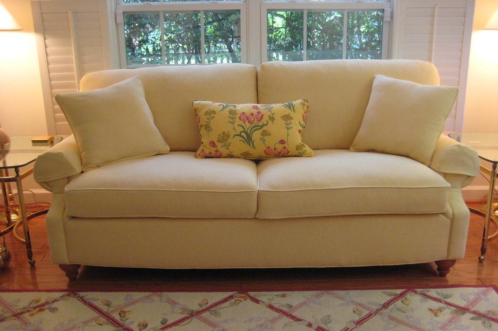 Come pulire un divano non sfoderabile con un ingrediente - Come coprire un divano rovinato ...