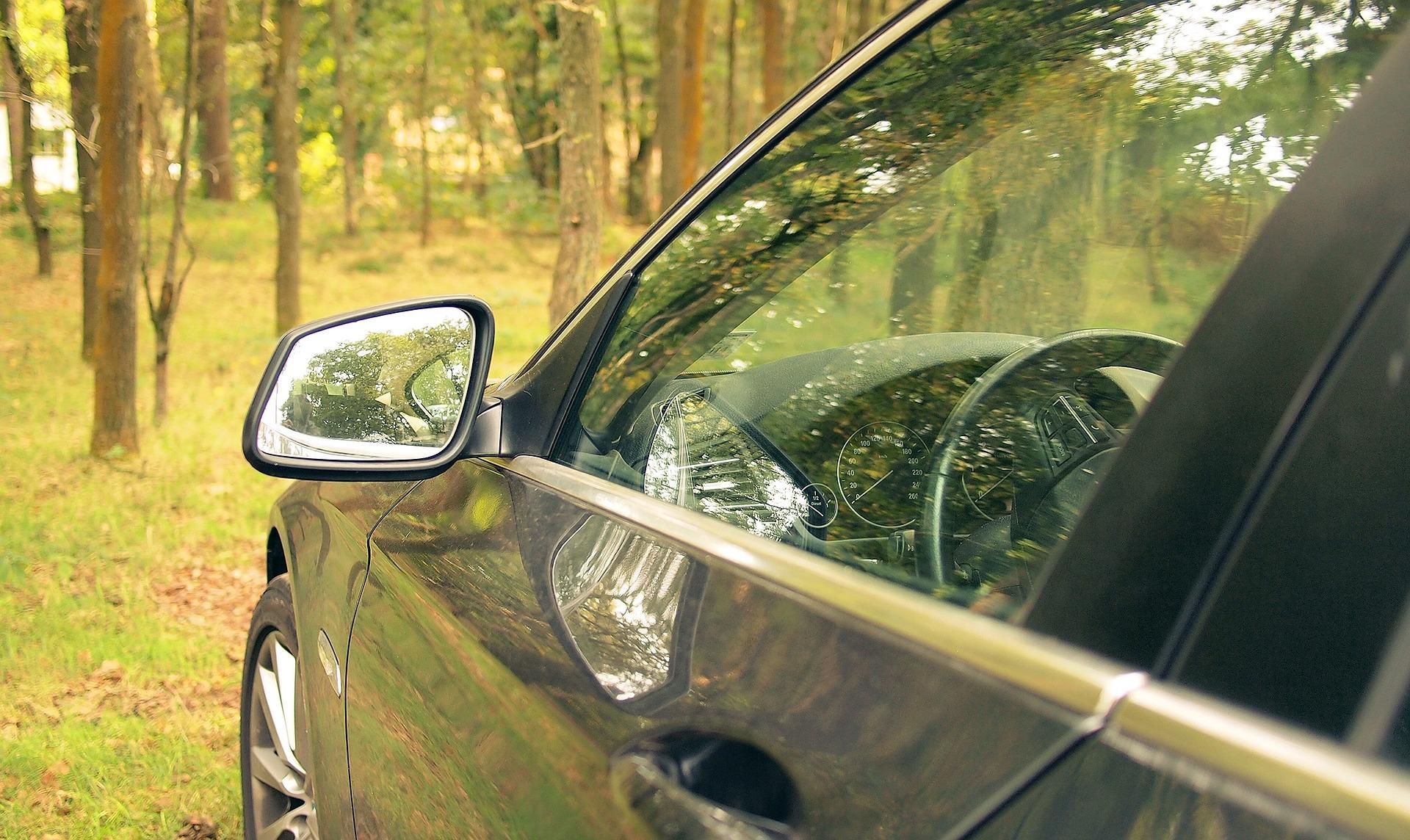 pulire vetri auto