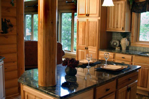 cucina di marmo e legno