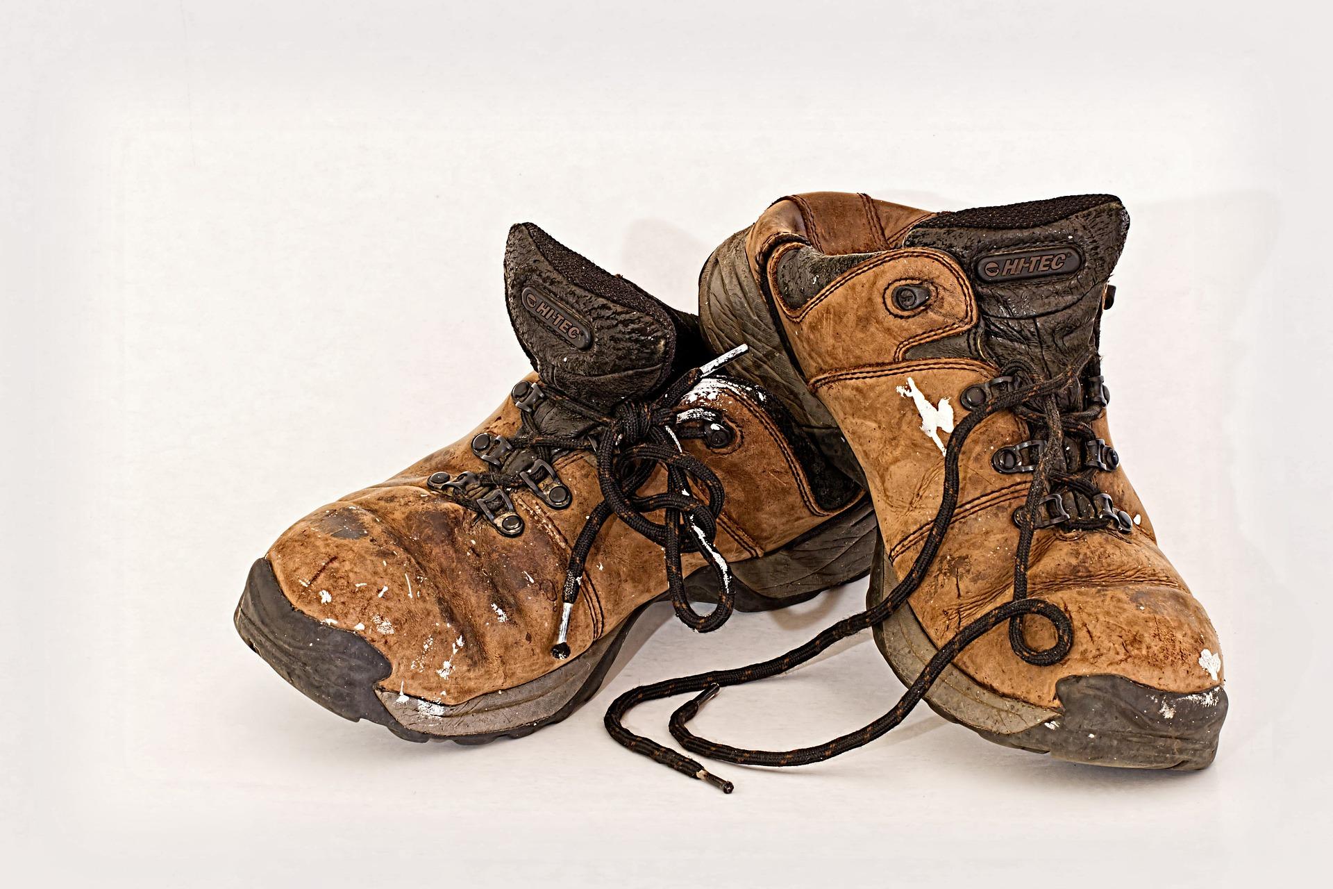 pulire scarpe dal grasso