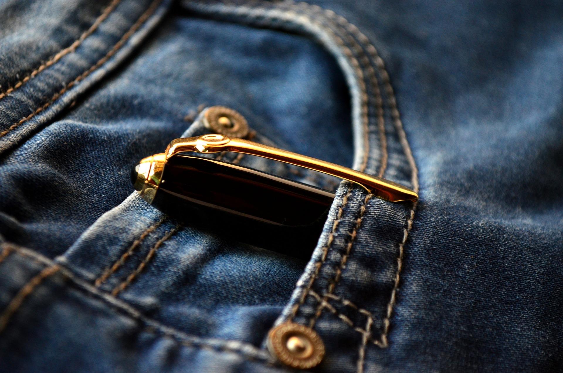 biro sui jeans