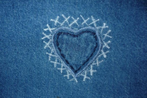 Come pulire le macchie di sangue fresco sui jeans
