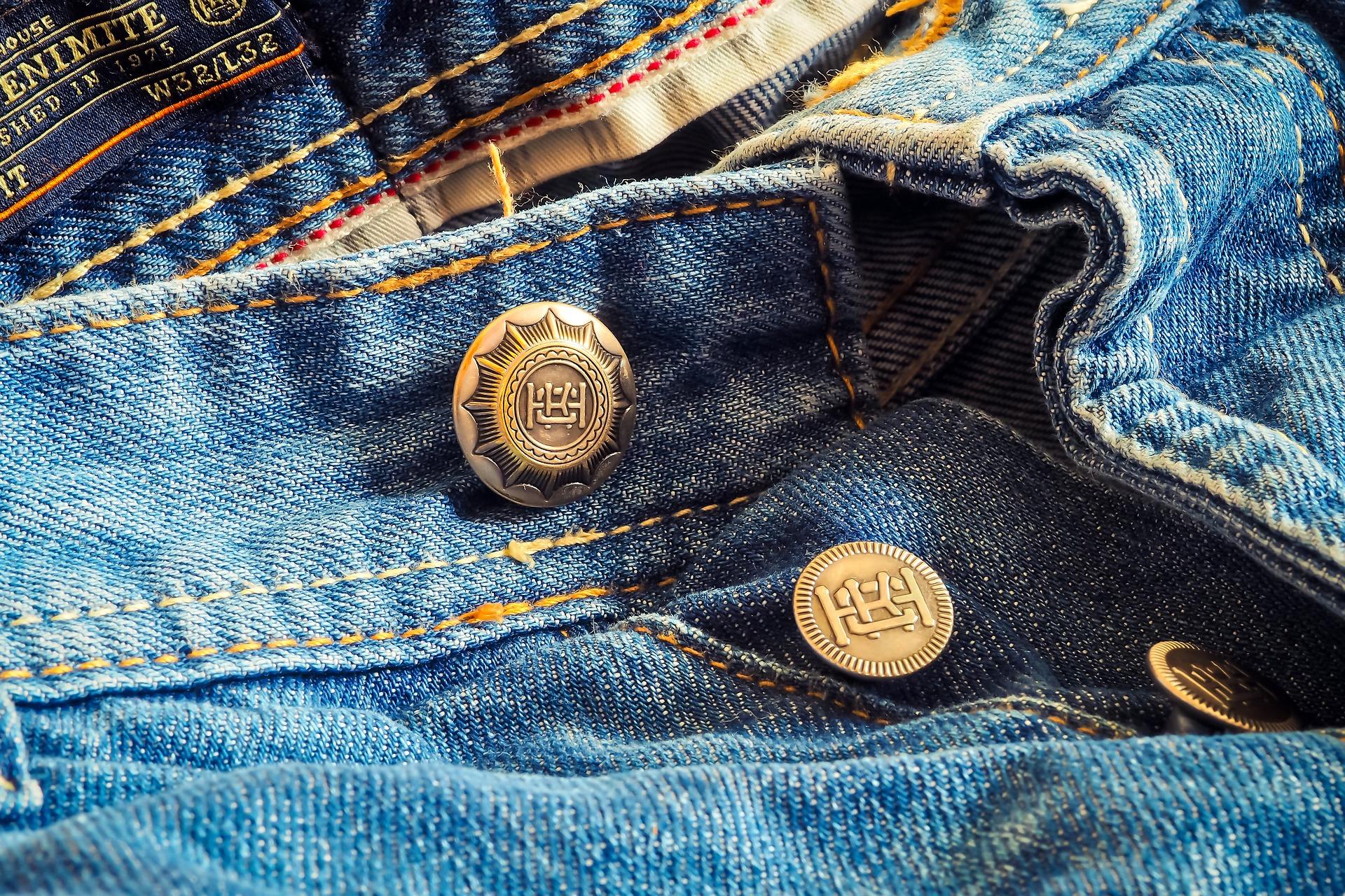 Come pulire le macchie di olio asciutto dai jeans