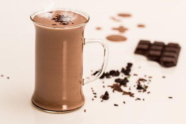 Come pulire le macchie di cacao asciutte dalla tovaglia bianca