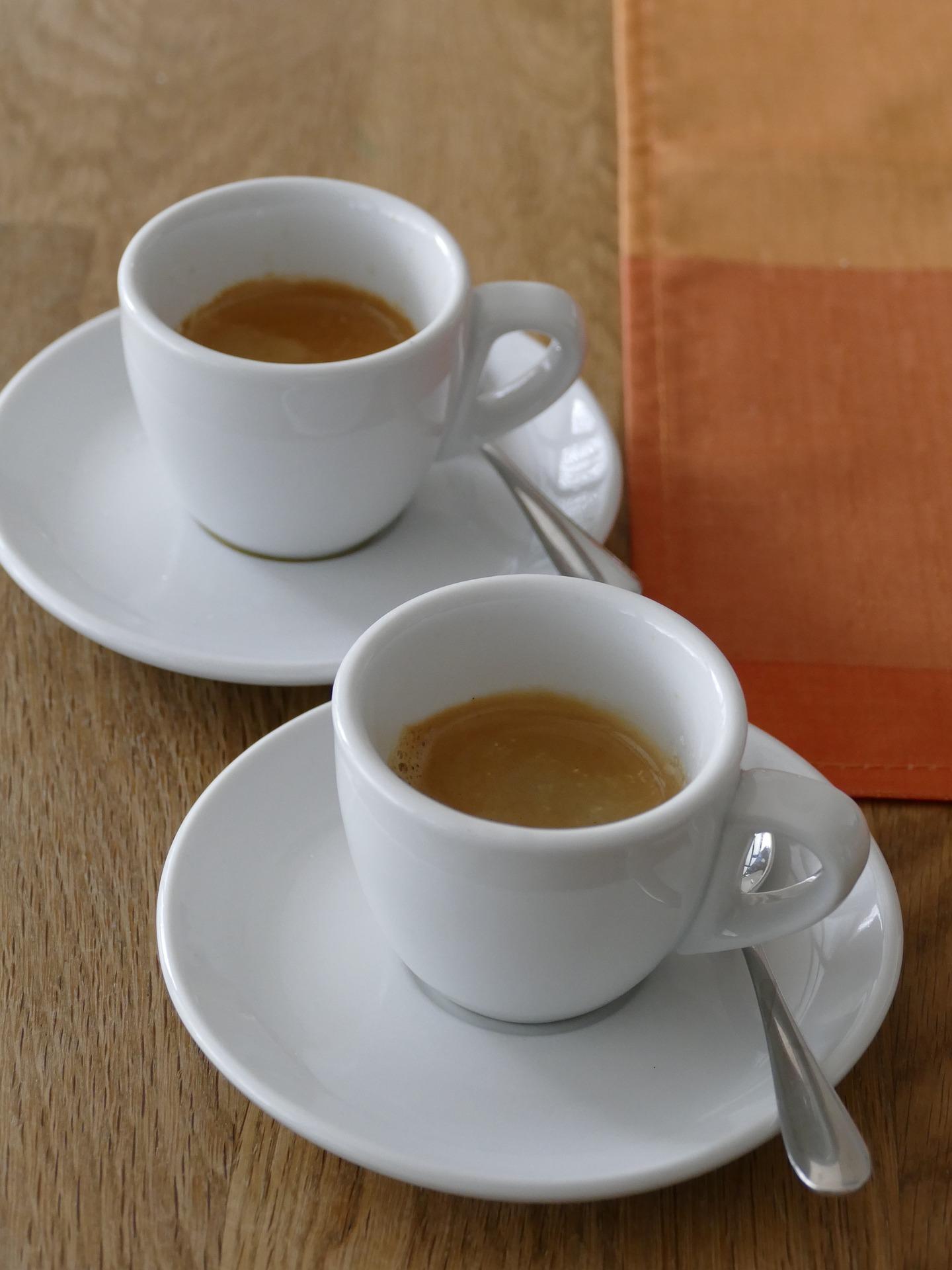 macchie di caffè fresche tovaglia colorata