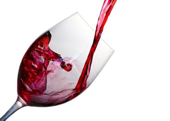 come pulire macchia di vino su divano pelle scamosciata