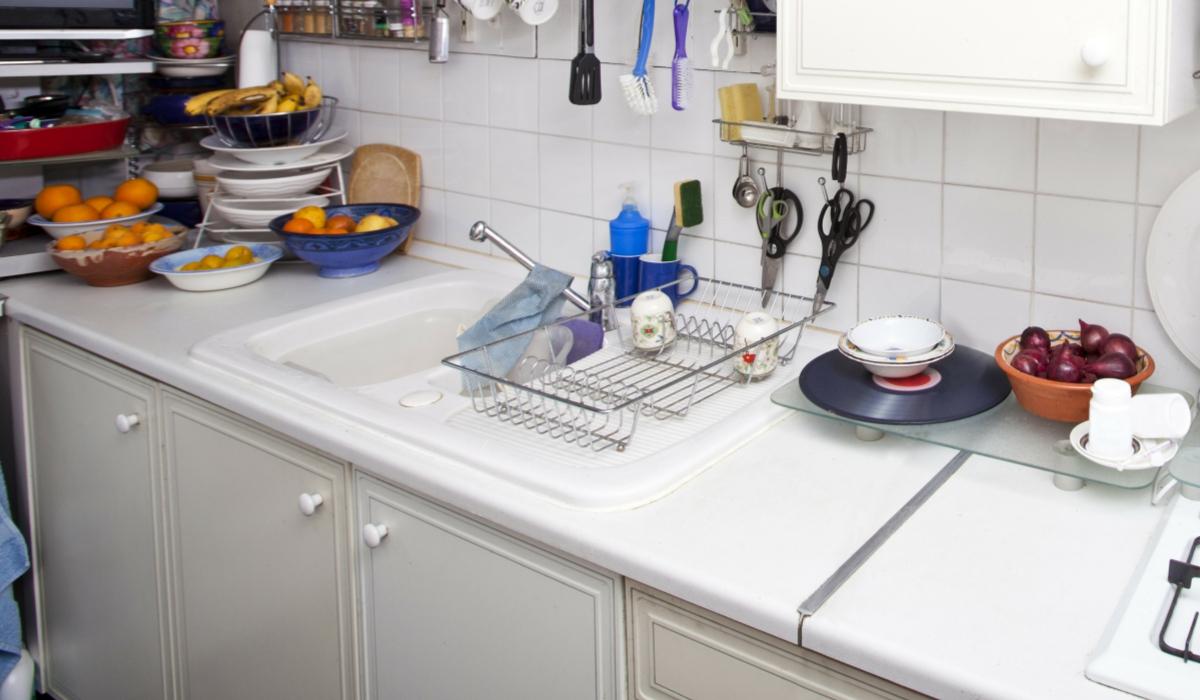 Come pulire il piano cucina in laminato macchiato