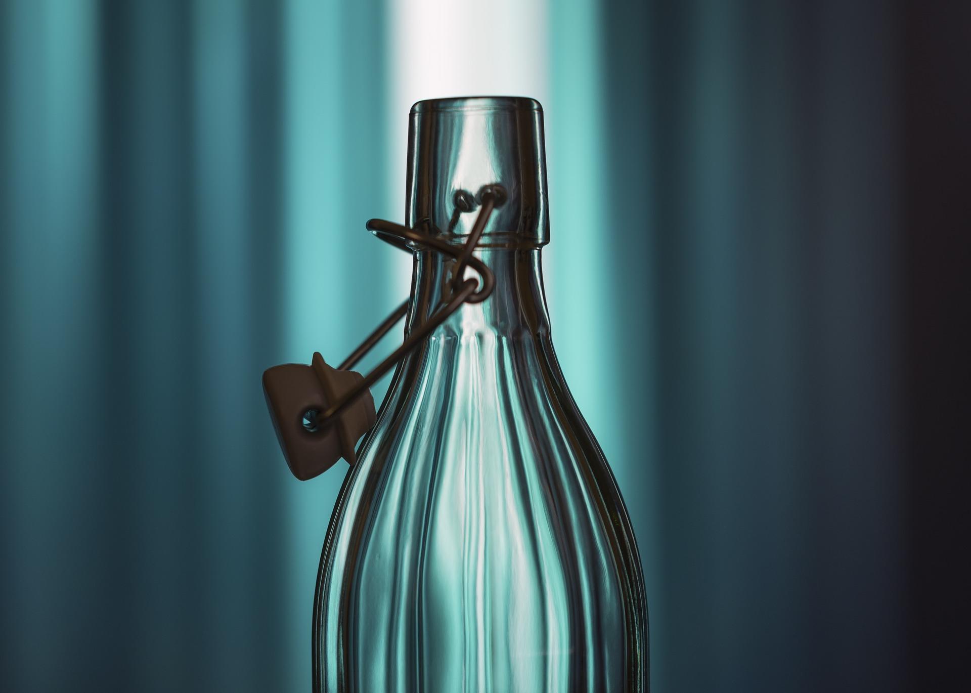 disinfettare bottiglie di vetro per l'acqua